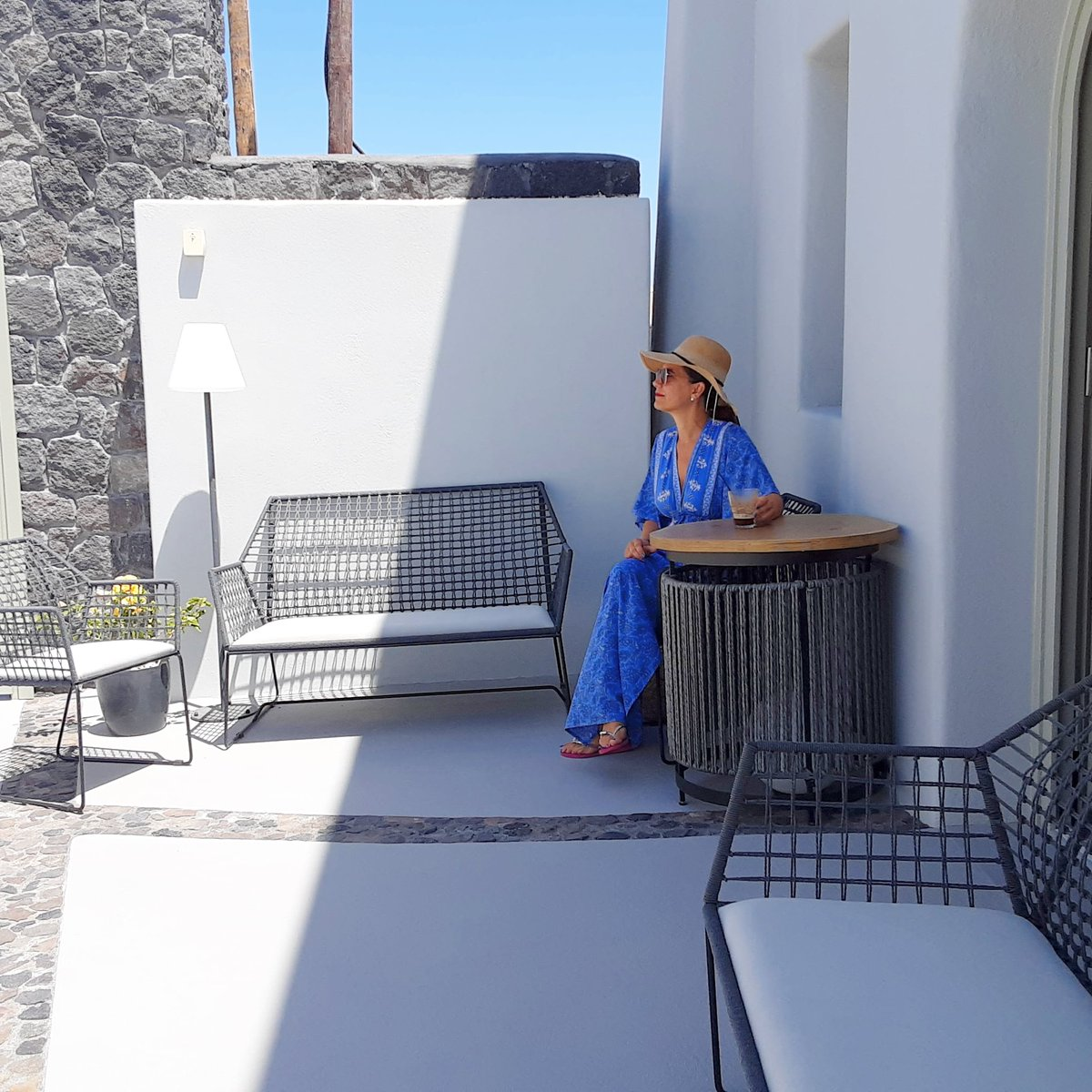 Enjoying the cool of the shade 😎  #kallosimarhotel #santorini #hotel #greece #besthotels #shade #sun #lounging #relaxation #summer #blue #architecture #design