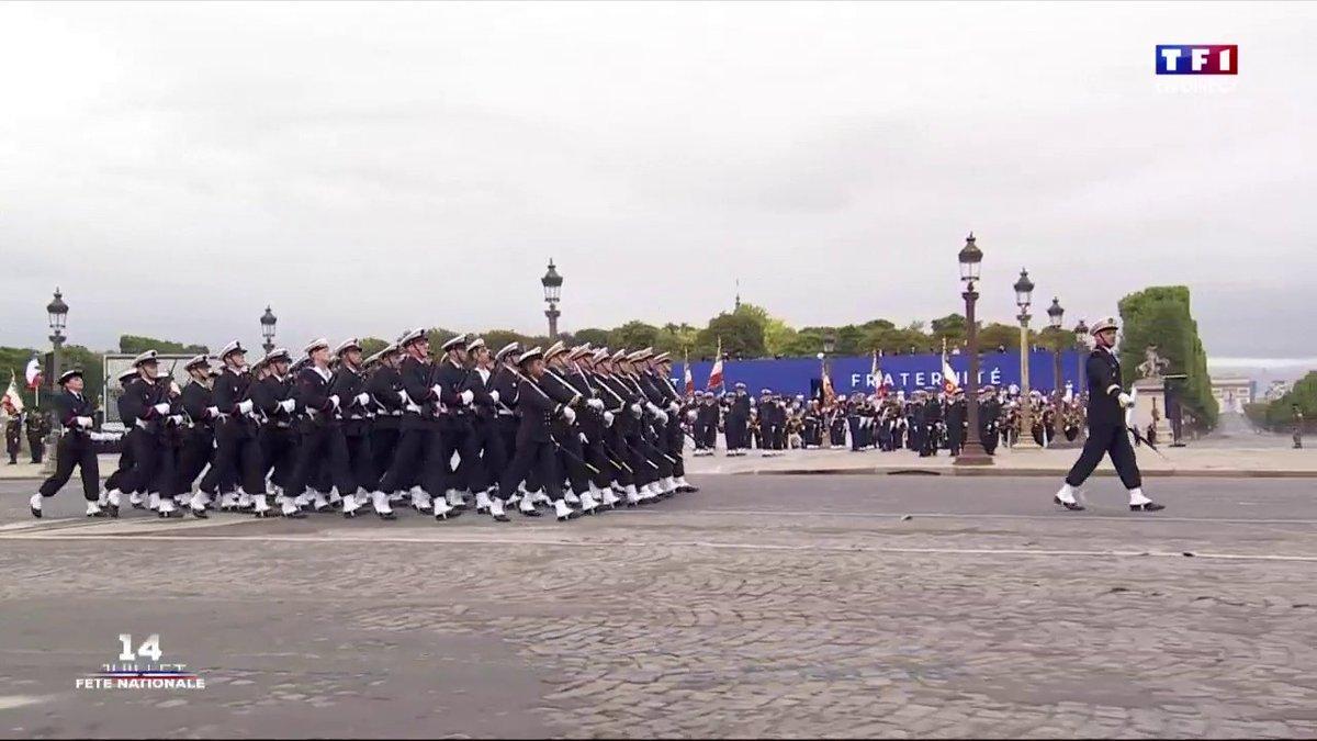 ▶ #14JUILLET - Regardez les @MarinsPompiers de @marseille défiler 👇.   📺 @TF1 @LCI cc @GUELAUD. 📲 #LCI.fr >> https://t.co/MGFtb3hltT. https://t.co/icchXllyNc