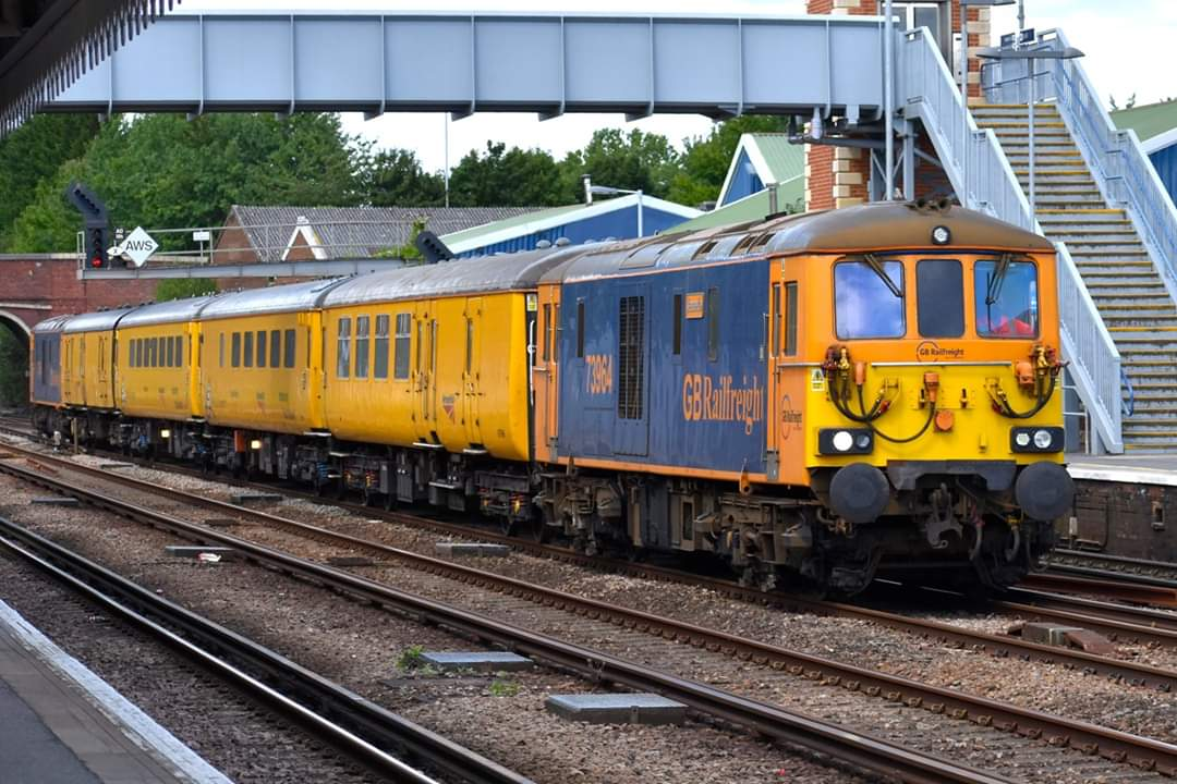 @GBRailfreight modified shoeboxes 73964 & 73965 hurry through Paddock Wood with 1Q56 Tonbridge West Yard to Woking; it got as far as Appledore before going back to Sevington Loop due to points failure at Hastings, 11th July #Class73 #locomotives #railphotography