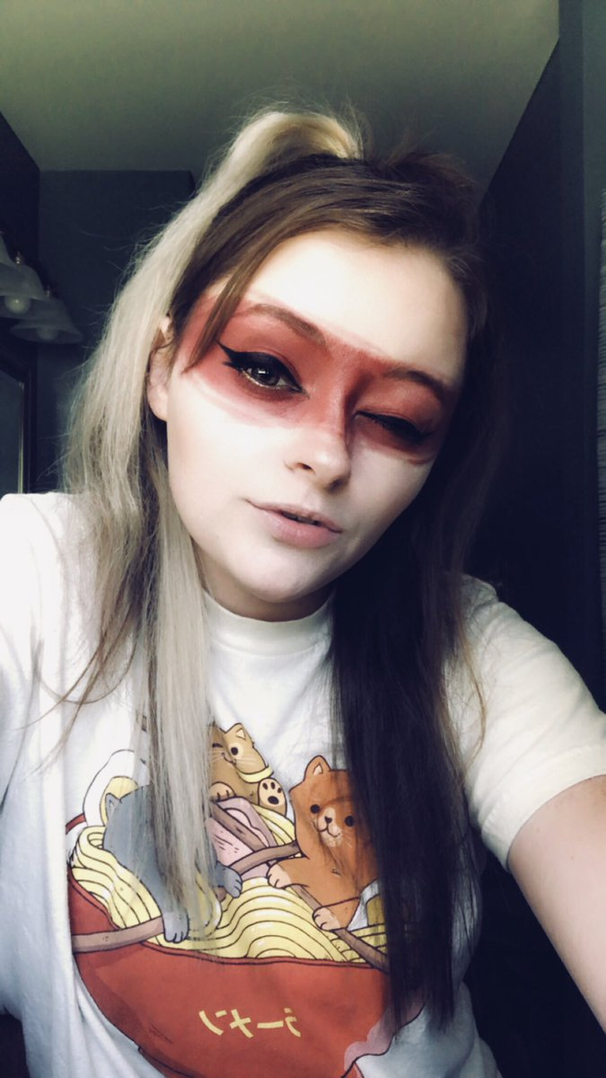 Let me take you to the Temple of Mara #cosplay #cosplayer #cosplaygirl #skyrim #makeup #cosplaymakeup #warpaint #gaming #gamer #videogames #xbox #elderscrolls #gamergirl #twitch #twitchstreamer #egirl #uwu pic.twitter.com/rfO7fhxBgZ
