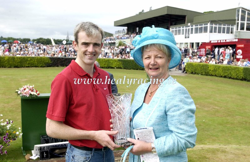 #FromTheArchives 15 years ago today 14-7-2005. @KillarneyRaces Ruby Walsh was Leading Jockey for the Festival presented by Pauline McSweeney @fiveirontony (c)healyracing.ie