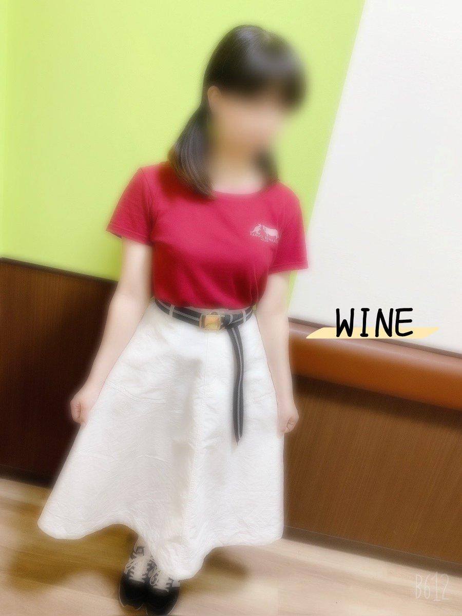KGRW×USZW② Tシャツはすでに大活躍! 同じ日に撮ったから全部白スカートだけど、印象変わって見えるのすてき。  こんなにすてきな商品を大変な状況の中作って届けてくださり、牛沢さん、KANGOL REWARDさん本当にありがとうございました!  #KANGOL #KANGOLREWARD #KGRW  #牛沢 #エブリタイムリワード https://t.co/OTiCatGyDY