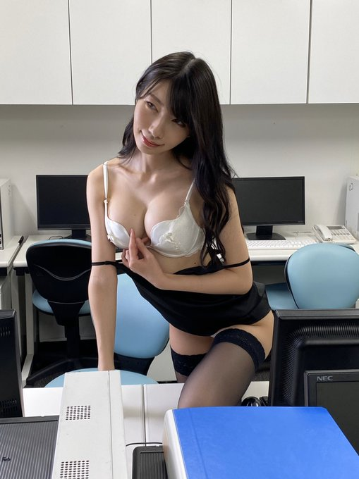 グラビアアイドル百瀬菜月のTwitter自撮りエロ画像49