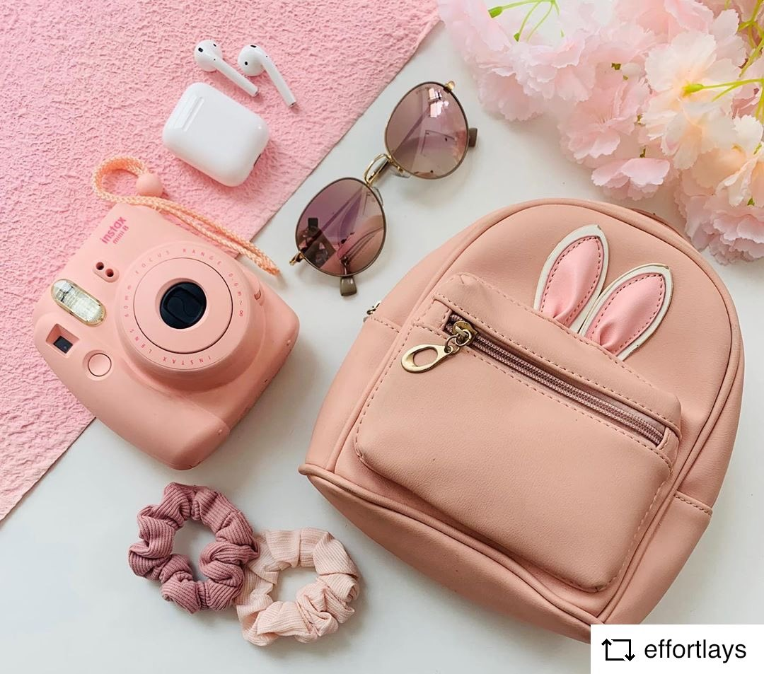 #REPOST @effortlays with     //THEMES// Pink series-1/3 Some Travel Essentials  . * View images with maximum brightness  . . . @instaxindia @flatlay @flatlayindia @flatlaysquad @flatlays._ #pinkflatlay #travelessentials #pinkflatlays #instax #flatlay #flatlayspic.twitter.com/9MyHjEOqxJ