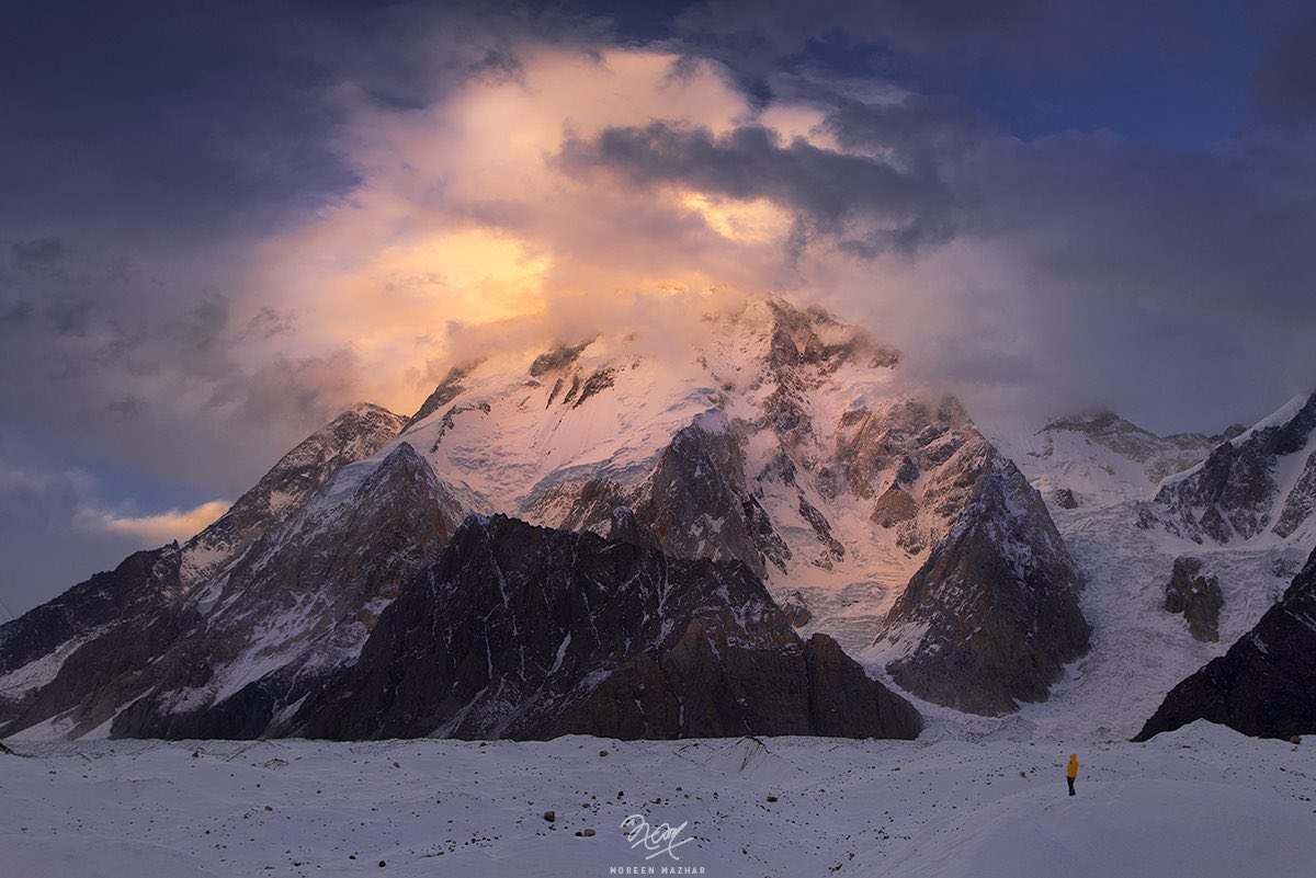 Note: Turn your screen's brightness to full to have a better view   Broad Peak (8,051 meters), Baltoro-Concordia Trek, Gilgit Baltistan, Pakistan.  Photo by @mobeenmazhar1   #Travelbeautifulpakistan #BroadPeak #Karakoram #Baltoro #Pakistan https://t.co/dwkH0tV1O5