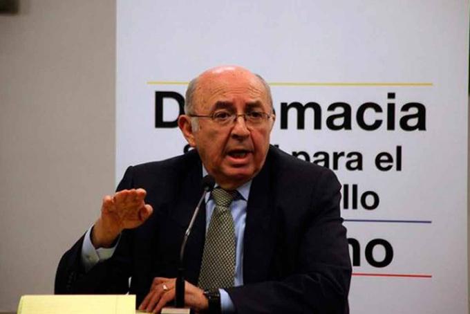 """#14Jul Nuevo canciller de Ecuador llamó a """"identificar una solución democrática en Venezuela"""" https://bit.ly/2ZpZYawpic.twitter.com/9mudp7MRAE"""