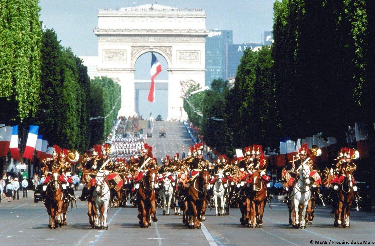 #14deJulio | 🇫🇷Hoy es la fiesta nacional de Francia!🇫🇷🥳  🤔 Pero, pero, pero… saben por qué la celebramos este día?  La respuesta no es la toma de la Bastilla...  Aca podrán descubrirlo:➡️https://t.co/0pwV8uxMGI https://t.co/fOwUziaQvs