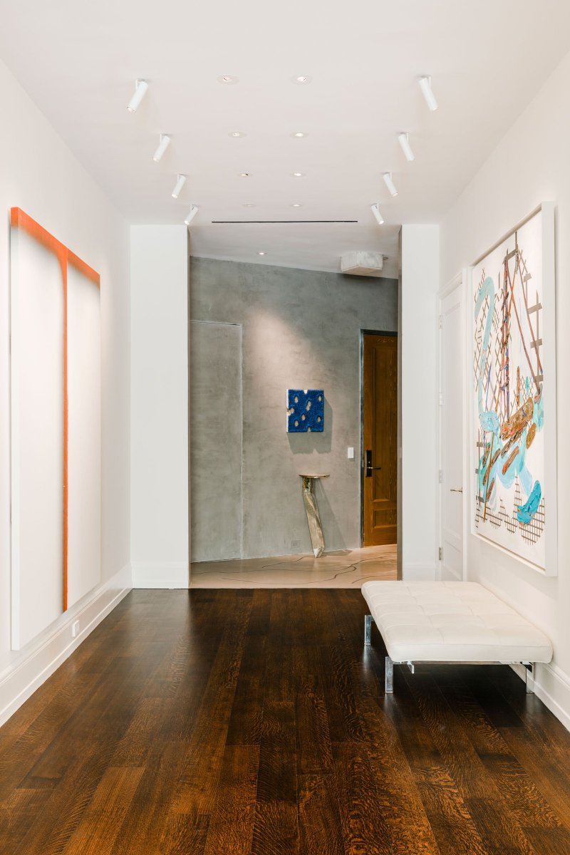 This hallway is reminscent of an art gallery and gives way to a more eclectic home. #interiordesign #dreamhome  https://t.co/CurBaIjLJA https://t.co/RHmpu4dRd6
