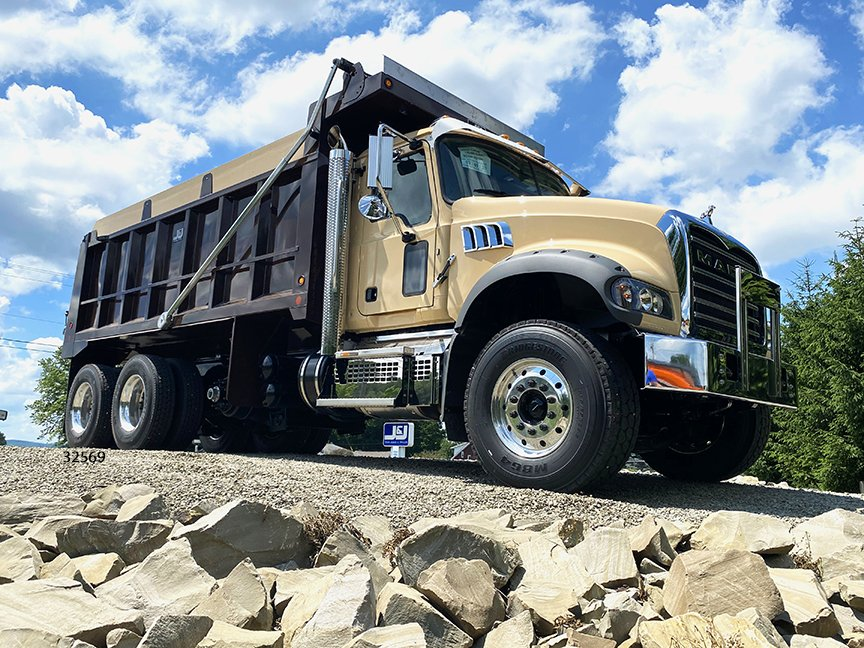 ☑️ out this brown bulldog! 🐾 We love the look of this chocolate-colored Lightweight Crossmemberless body from J&J on a cream @MackTrucks GR64F chassis. 😍 Built for Cambria Mack in NJ, it's headed to Landscape Materials, Inc., in Hillsborough, N.J. #DumpTrucks #TruckTuesday https://t.co/7orSTgjfPQ
