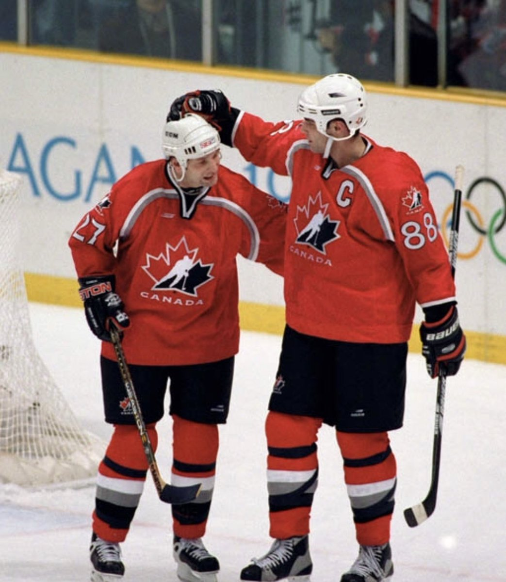 Was awesome playing on a line with @88EricLindros at the World Championships and in '98 at the Olympics. A great leader, teammate and an even better friend.   #BigE #Olympics #WorldChampionships https://t.co/4UIyo5yZV6