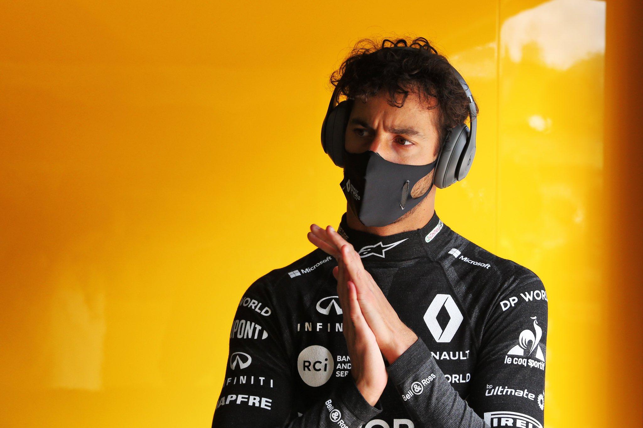 Ricciardo preparandose para las entrevistas en Hungría