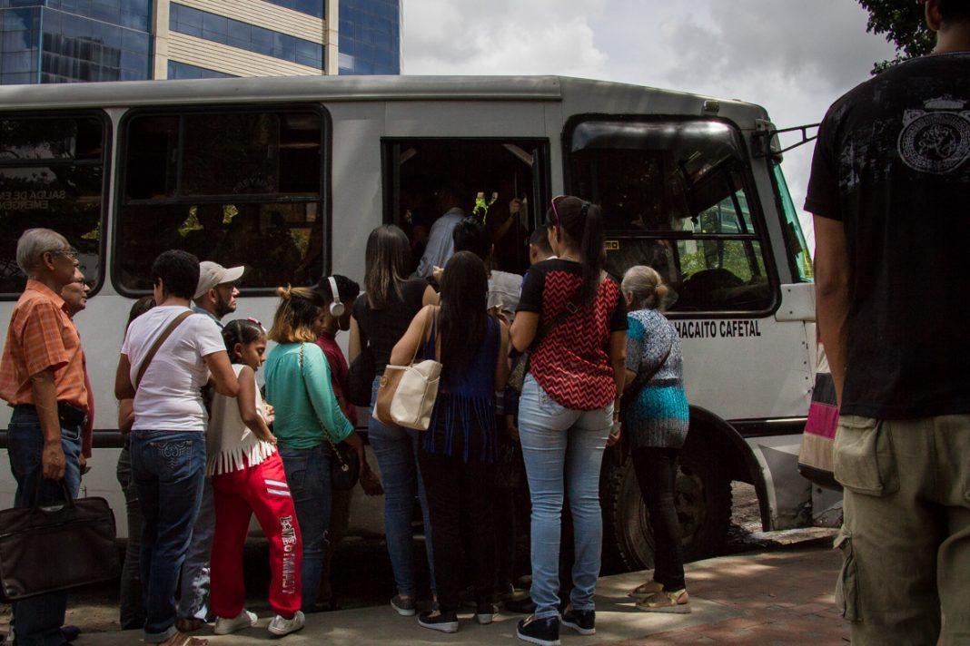 Transportistas de Caracas abogan por pruebas aleatorias para despitaje de COVID-19 https://bit.ly/2WibVx1pic.twitter.com/hAtNz6NMay