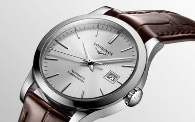 Swatch sales nearly halved due to coronavirus https://t.co/0fCOZ9XPby https://t.co/lpnKlrhF0Z