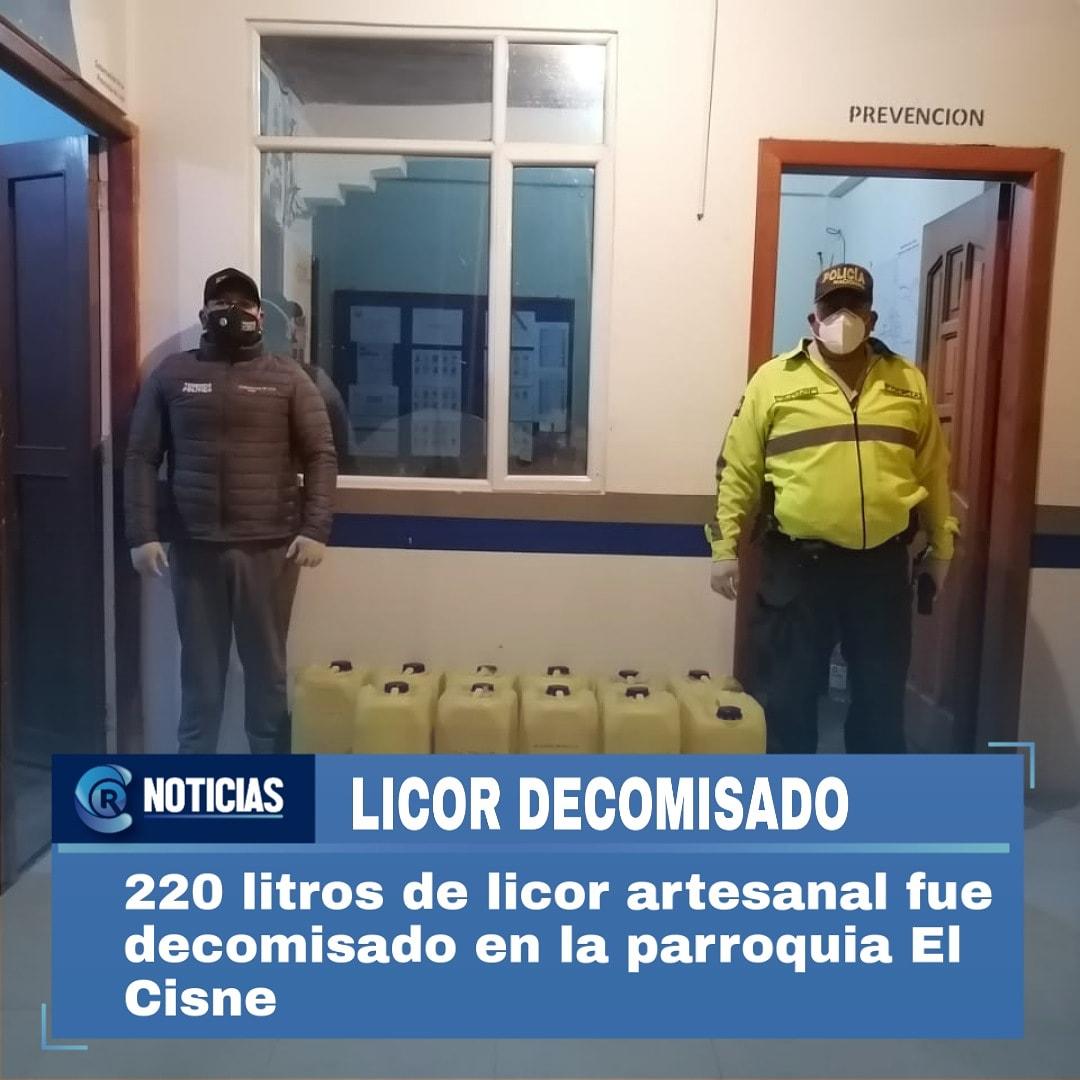 #Loja I #ATENCIÓN 220 litros de licor artesanal sin registro sanitario, fueron decomisadas en la parroquia #ElCisne con el apoyo del personal de la @PoliciaEcuador donde interceptó un camión con la evidencia, el conductor no presentó la documentación de movilización d la mercade.pic.twitter.com/2HxOvFBVcu