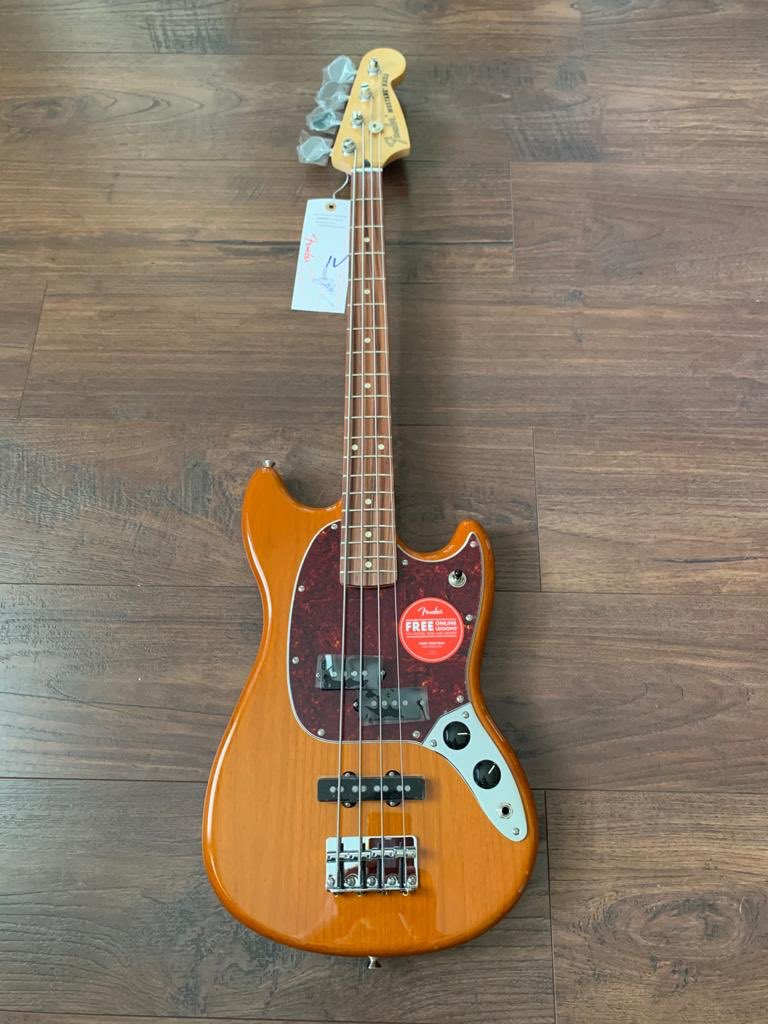 Cheers @Fender for the beauty new mustang player series. Finally got my first short scale bass #playerseries