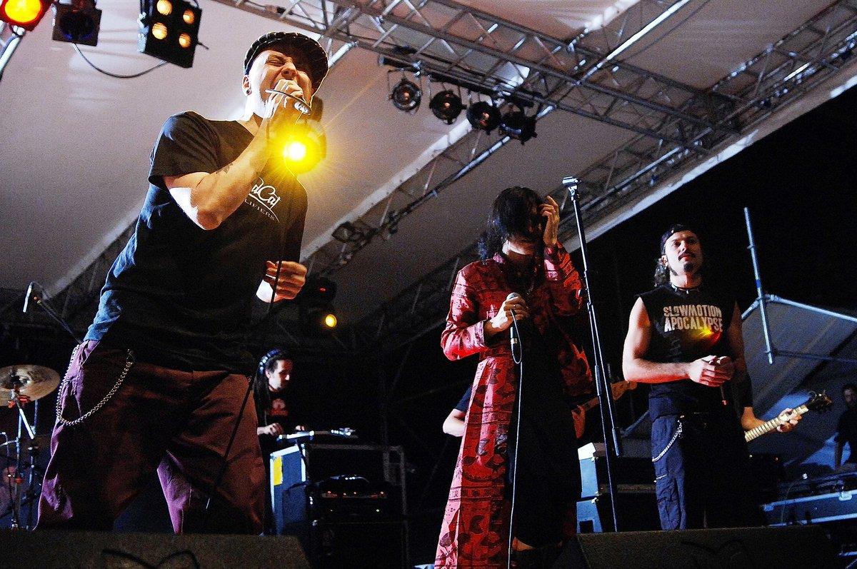 Siete pronti per tornare a cantare davanti ad un vero palco (con le dovute precauzioni)??  . . . #Rezophonic #Live #Tour2020 #Tour #PerChiCrea #Rock #Pop #Metal #CristinaScabbia #Concert #Music #MusicShow #Memories #CascinaMonluè #Milano #Photo #WeAreBackpic.twitter.com/gmPluqETMK
