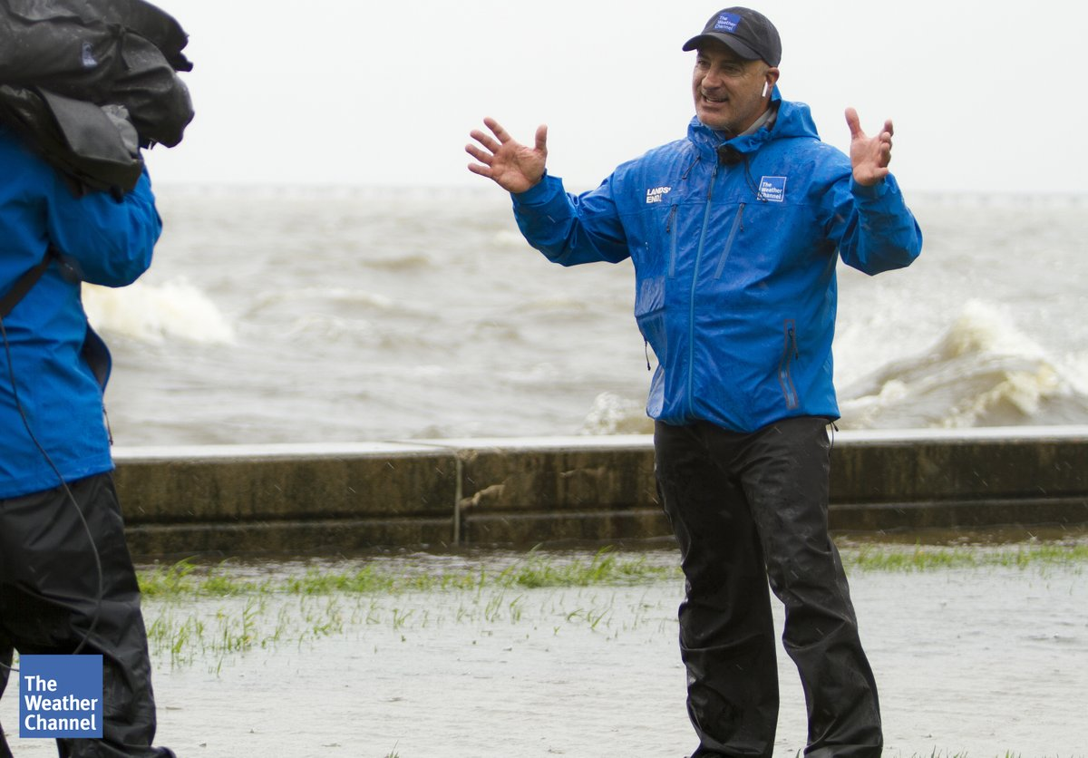 Today, @JimCantore celebrates 35 years at The Weather Channel! From his unforgettable storm coverage to his classic studio style, the network wouldn't be the same without him. Congrats, Jim! pic.twitter.com/EWzH30EVWs