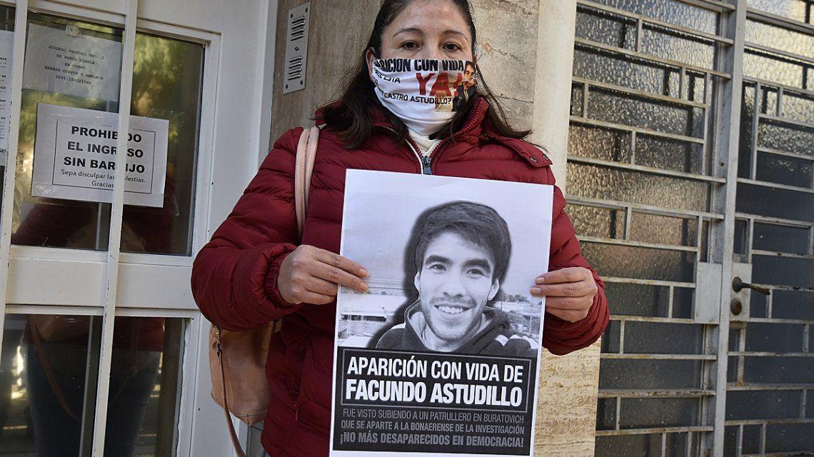 """La madre de Facundo Astudillo Castro: """"A mi hijo se lo llevaron dos policías"""" https://t.co/ushJppo7d8 https://t.co/9mUABcXBVt"""