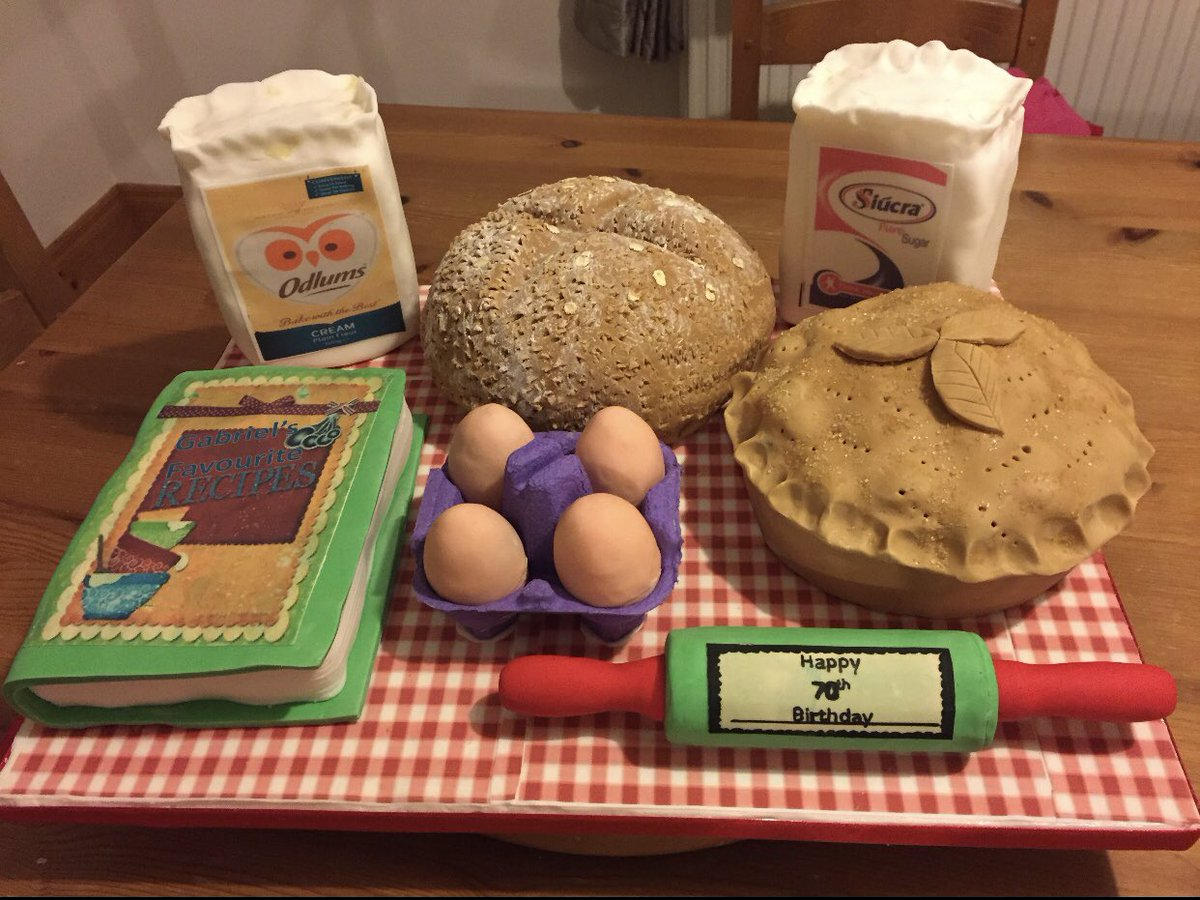 A spectacular entry for #TheGreatCorkBakeOff for Elaine's Mums 70th Birthday. Her signature bakes are Apple Tart and Brown bread so she showed that for her special cake. Everything except for the egg carton is edible. @TrigonHotels https://t.co/FRPJMjnNDV