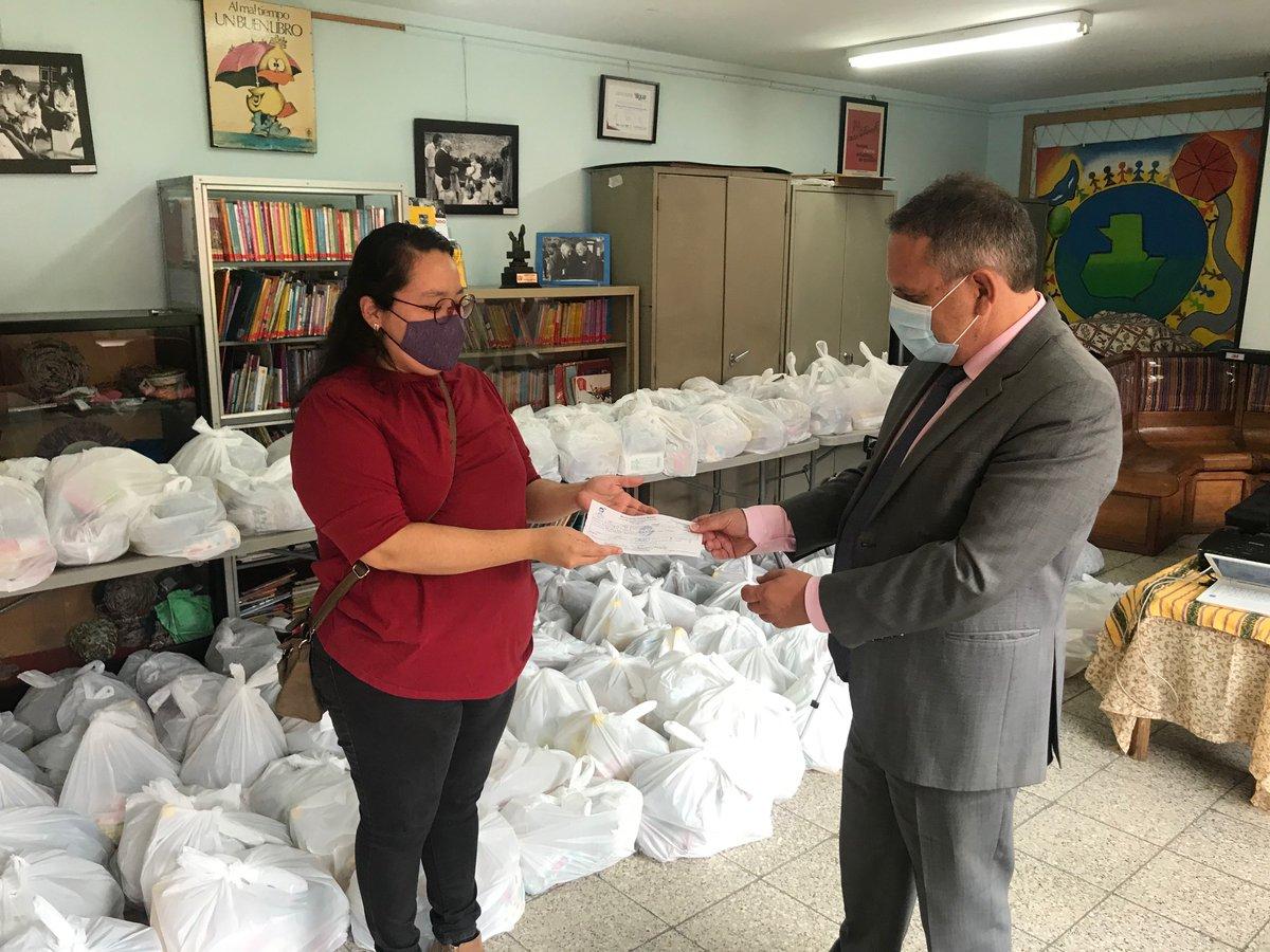 #14deJulioSolidario | 🇫🇷🤝🇬🇹 Gracias a sus donaciones, en el marco de la fiesta nacional de Francia, hoy empieza la distribución de más de 300 bolsas alimentarias a personas en necesidad en Guatemala y en Escuintla.   #14juillet https://t.co/jXs20Ywwj4