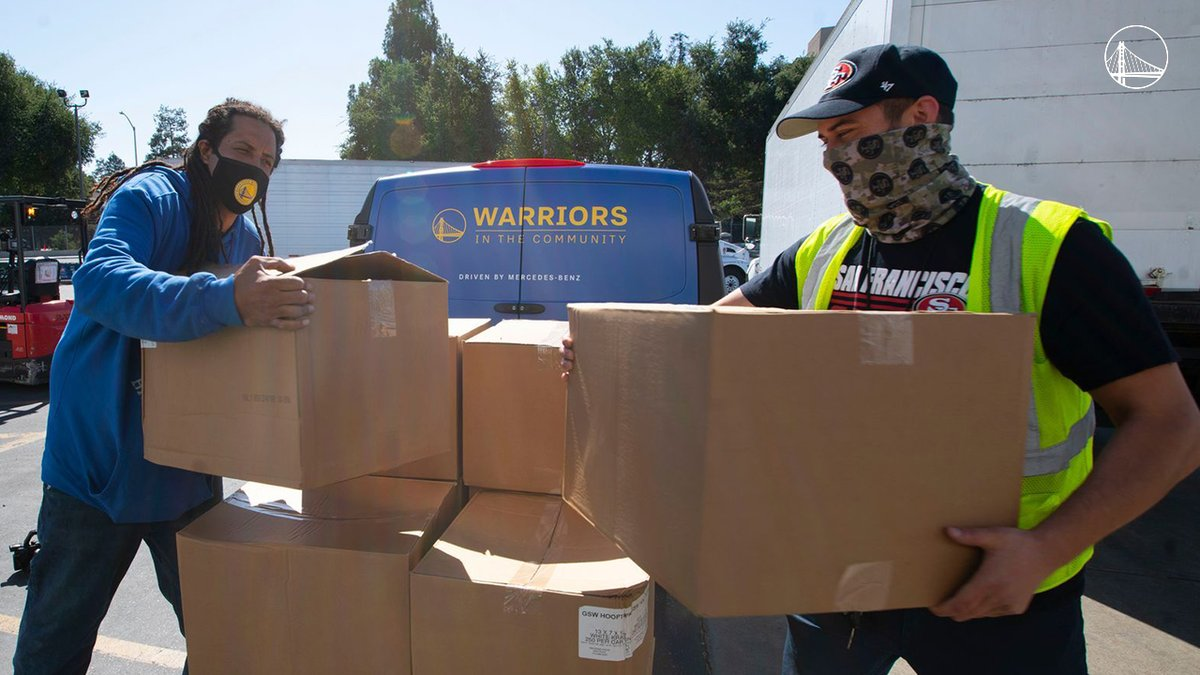 The Warriors teamed up with the @49ers to deliver 10,000 bags to the Second Harvest Food Bank to support their meal distribution efforts.  #BayAreaUnite https://t.co/I40vVaa0hm