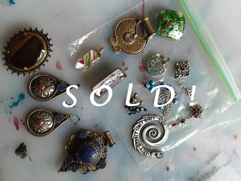 Jewelry Lot SOLD! @mercari_app! Come check what else I have for sale! http://CherokeeDancing.com #jewelryaddict #jewelryforsale #pendants #necklaces #vintagebeauties #JewelryDesigner #CherokeeDancing #mercari #shop #ShoppingOnline #shoppingstar #sold #beadedjewelry #treasure #charmspic.twitter.com/n6SgXY2iHd