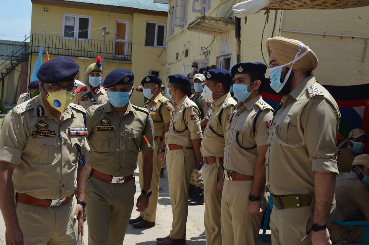 SRINAGAR: Director General of Police (DGP) Dilbag Singh Tuesday visited district Budgam and Awantipora to review the security, law and order and crime scenario.  Read more at: http://www.jammulinksnews.com/newsdetail/228754/Jammu-Links-News-DGP_for_intensified_CASO_to_flush_out_terrorists…pic.twitter.com/DDjqMaayLb