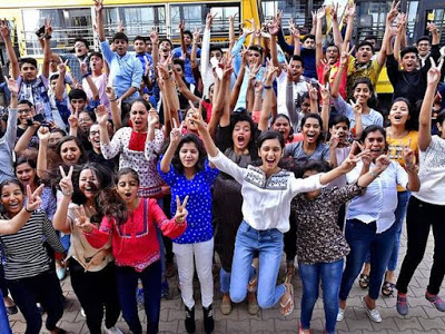 #upboard #MeraScore #biharboard #cbseresults2020  Should anyone get 100/100 in a subject like English? Tushar Singh, a student who has got 100 numbers himself, says that this should not happen. Read some interesting & surprising responses on CBSE result- http://stotybylavkumar.blogspot.com/2020/07/Some-interesting-and-surprising-reactions-on-CBSE-result.html…pic.twitter.com/lOUZF3Cz01