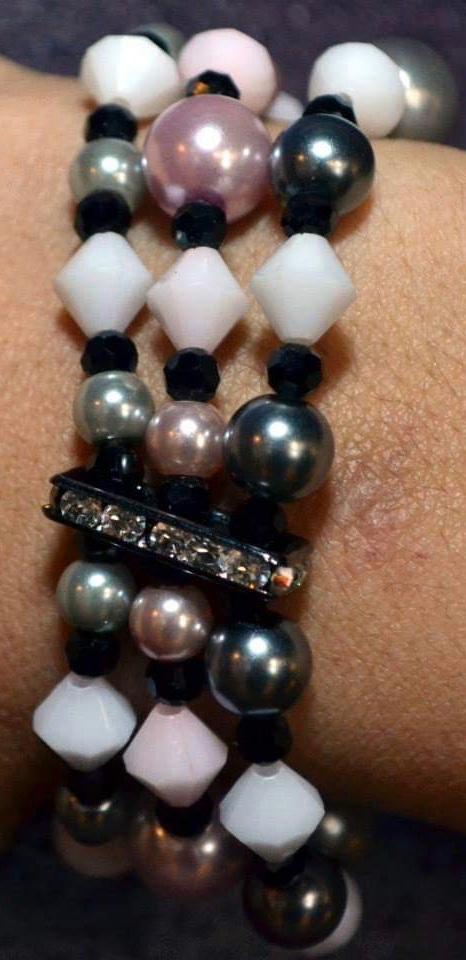 HOA1950 bracelet #bracelet #jewelry #jewellery #Beads #beadedjewelry #jewelrylovers #jewelrydesigner pic.twitter.com/hrPJ4o5ewW