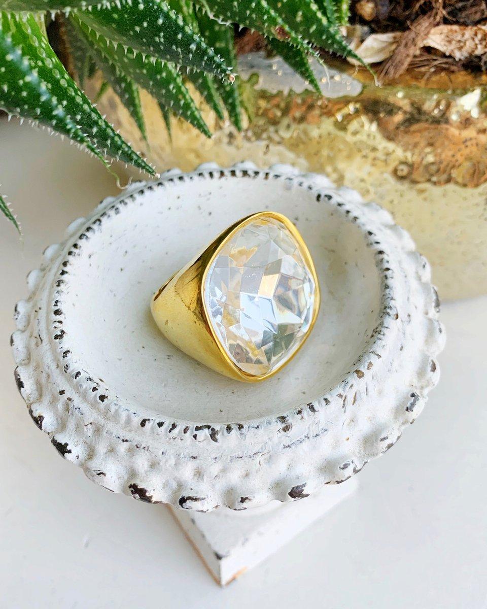 Go big or go home! A #ransomrelic for you! Vintage and gently loved!  #ransom #ransomjewelry #everydayjewelry #handmade #jewelrymaking #jewelrydesigner #jewelryaddict #jewelrytrends #jewelrygram #crossnecklace #modernjewelry #christianjewelry #shopsmall #madeinvirginia #handmadejpic.twitter.com/3W0wspq9aH