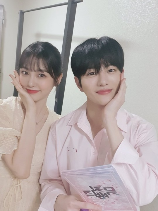 Just 1 year after their first ep, #ShinYeEun and #GoldenChild #Bomin said to be leaving their MC spots on #MusicBank.  Their last ep will be this week's broadcast on July 17 https://t.co/qVWI3MWYBk #KoreanUpdates RZ https://t.co/UYRTmQYccN