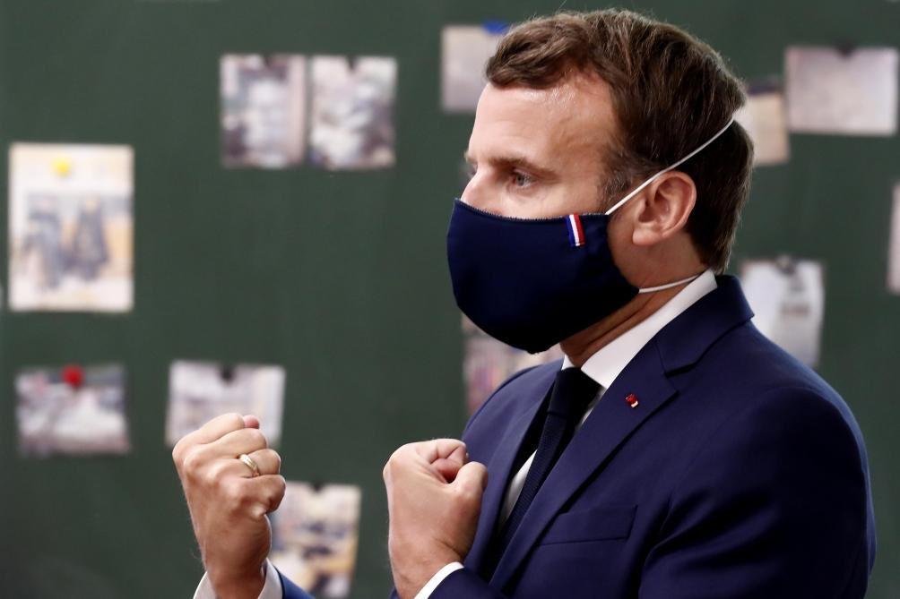 Macron apropiándose de la bandera francesa. Lamentable facho #14Jul #XMen https://t.co/JnIDbLGu6x