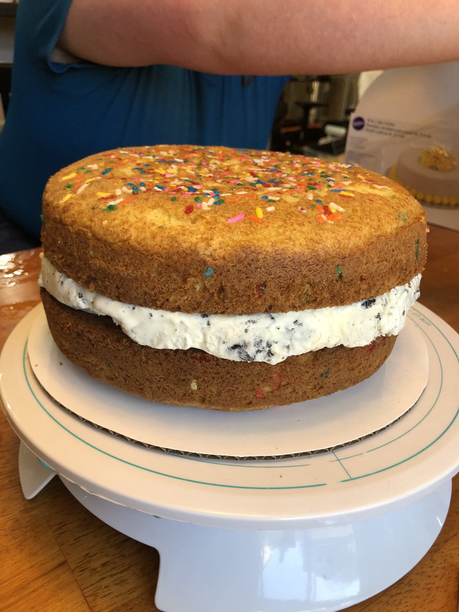So ya'll like #cake well then check out what I spent my day making. https://t.co/9FrgQCWZ1g