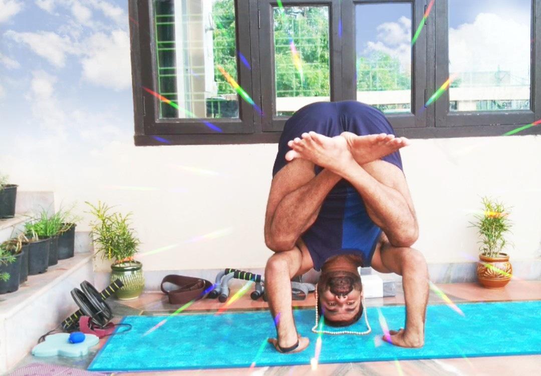 """""""Yoga adds years to your life and life to your years"""" #yogajournal #indianyogi #ashtangi #yogatips #yogalearning #YogaDay #yoga #yogajourney  #yogapose #yogalife  #yogaathome #yogadaily  #yogainspiration #yogachallenge #yogaprogress #balancing #balancingpose #yogacore https://t.co/wjWfLGO7I4"""