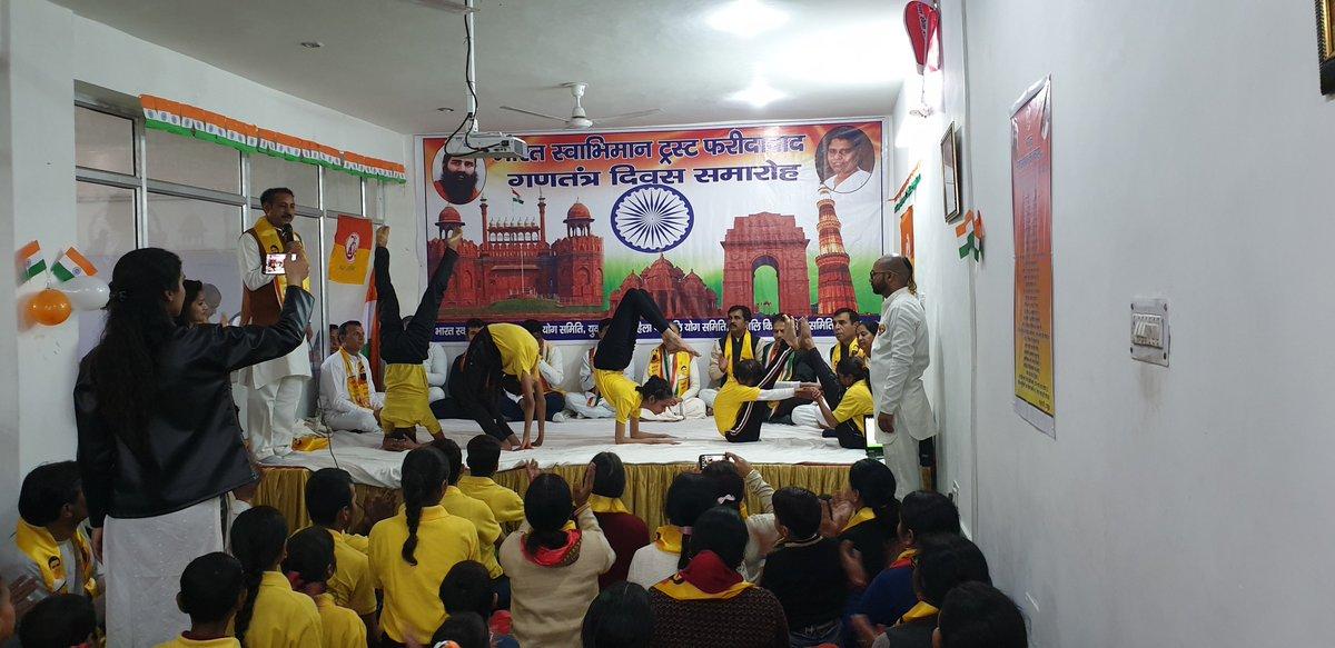 @indiatvnews @yogrishiramdev @TheHussainRizvi @IMinakshiJoshi #Yoga Children making YOGA letter by perform various #asana @yogrishiramdev @rakesh_bstpyp https://t.co/n8S0iJrq9Z