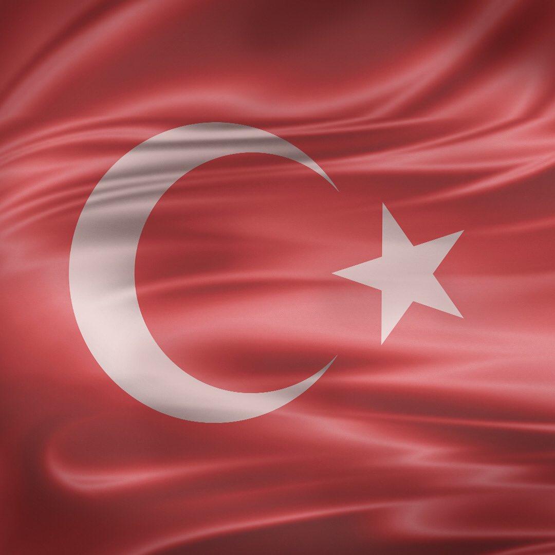 15 Temmuz Demokrasi ve Milli Birlik Günü'nde tüm şehitlerimizi rahmetle, gazilerimizi saygıyla anıyoruz. https://t.co/QN3Lusc9It