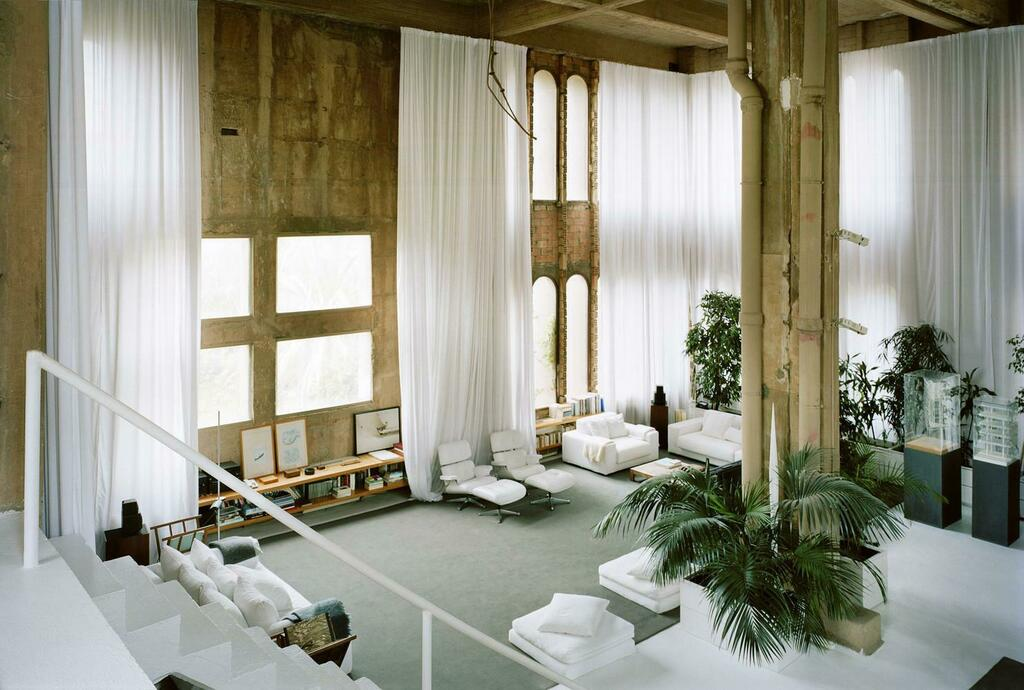 """[#DesignPorn] An Architect's Home in an abandoned concrete factory 
