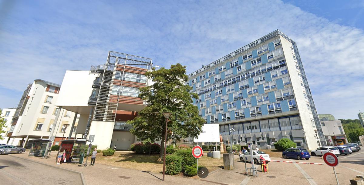 """Les élus du Nord de la #Moselle dénoncent """"l'oubli"""" de l'hôpital de #Thionville dans l'hommage de la patrouille de France... et le leader de la @PAFofficiel leur répond ⤵️ https://t.co/EEGigv1QnS https://t.co/zIMLt6Sxk9"""