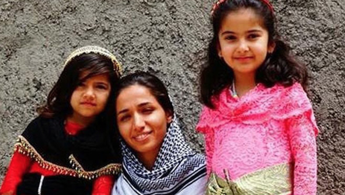 Zara Mihemed was sentenced to a prison sentence of 10 years in jail in Iran. Her crime? To teach Kurdish to children. #TwitterKurds #HumanRights #Anonymous   https://t.co/mswjtRa6ie https://t.co/7e10QEDZh8