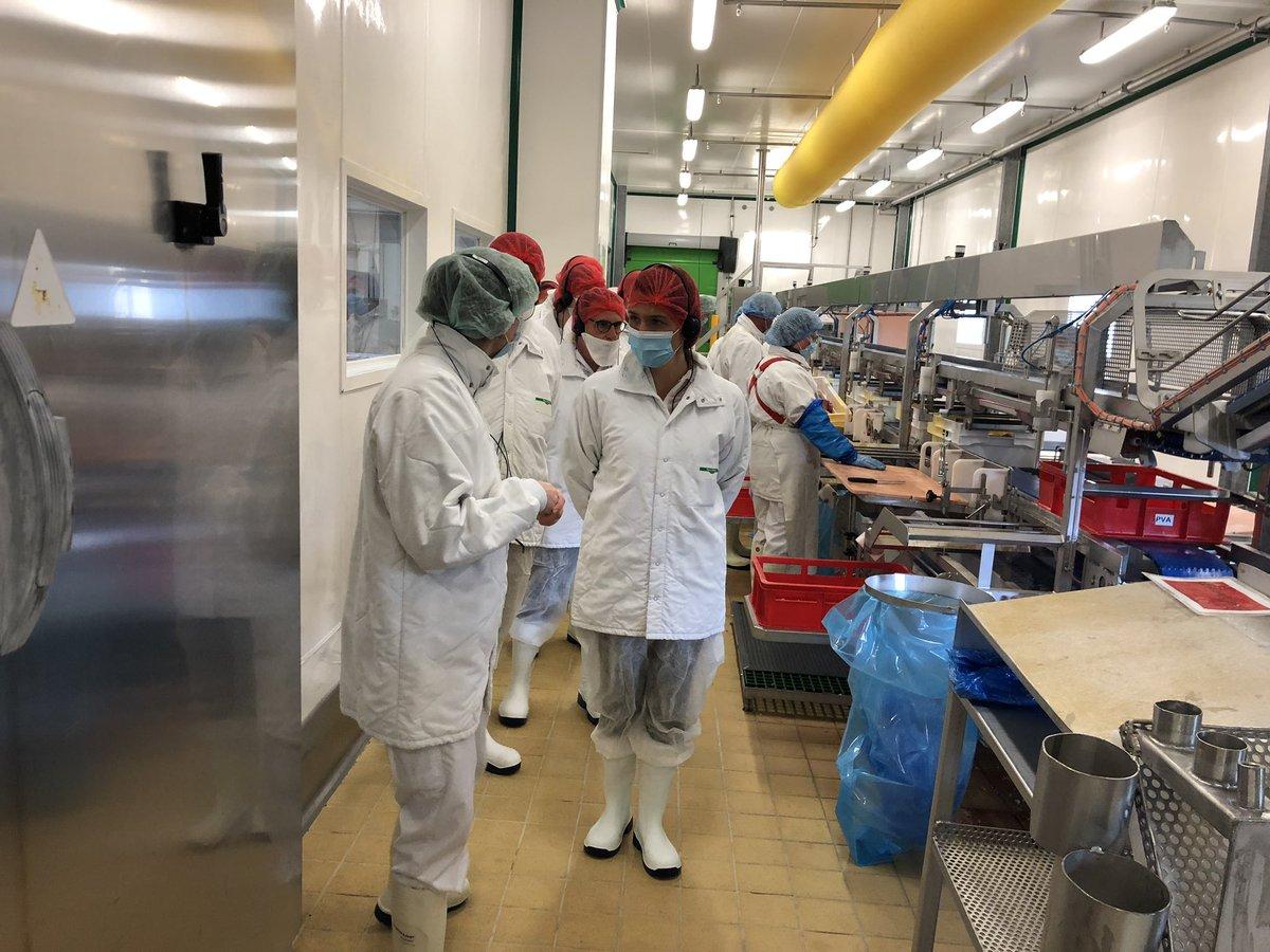 📍Visite de l'usine de jambons Fleury Michon de #Pouzauges.  ➡️Une belle entreprise familiale depuis 5 générations ancrée historiquement en #Vendée (2800 emplois) que la Région accompagne dans son développement. https://t.co/VLaON8RSH3