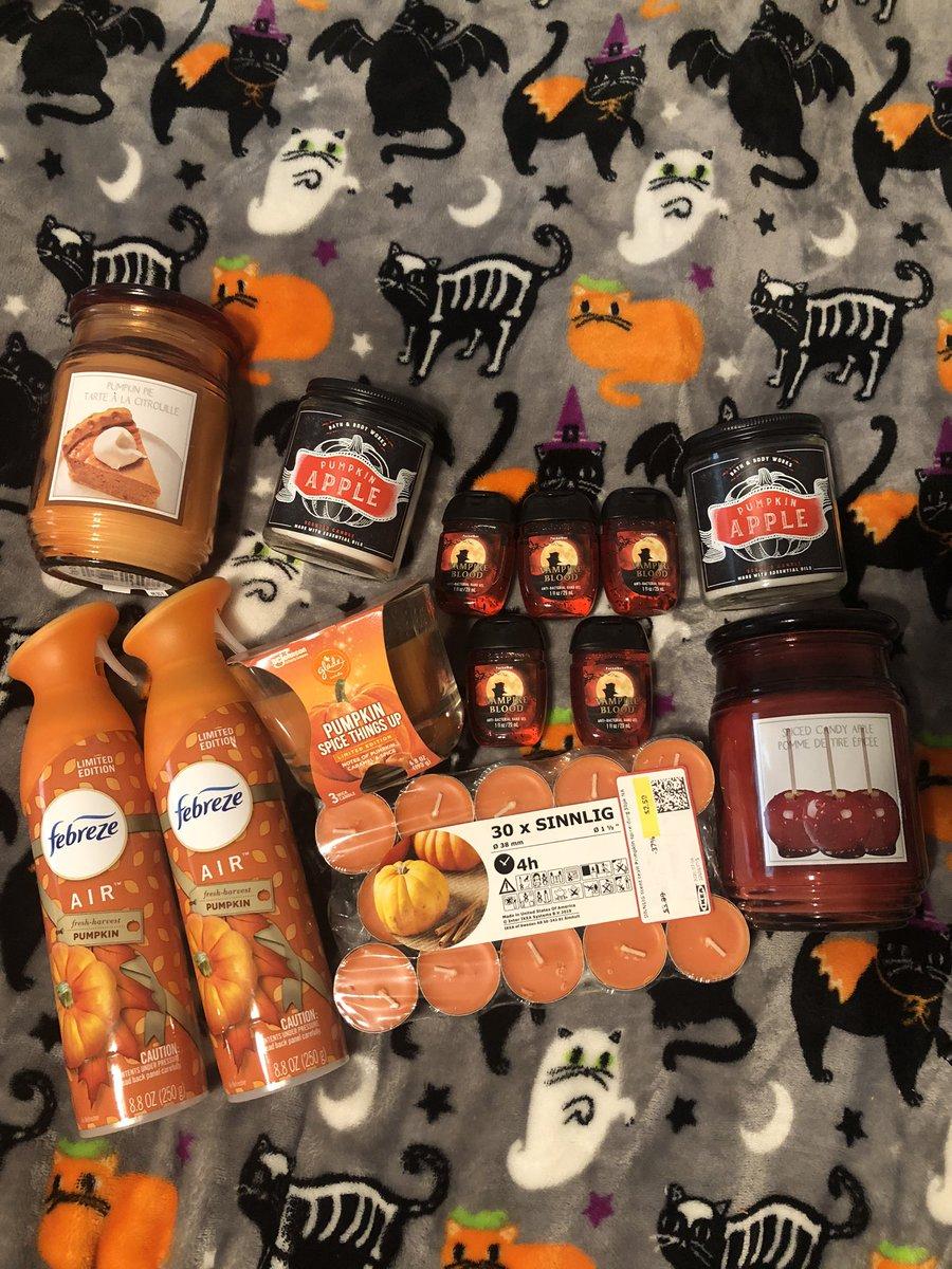 happy halloween ya'll!!  <br>http://pic.twitter.com/QDMzjJNaD4