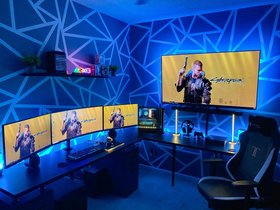 Are you ready for cyberpunk? Coming in November 2020. Credits: u/31BigBen  Check Out more Setups Facebook: http://www.facebook.com/the.epic.techy Instagram: https://www.instagram.com/the.epic.tech/   #battlestations #gamingsetup #setup #gaminggear #custompc #pcbuild #keyboard #epicroom #cyberpunkpic.twitter.com/iv1tA9oSWs