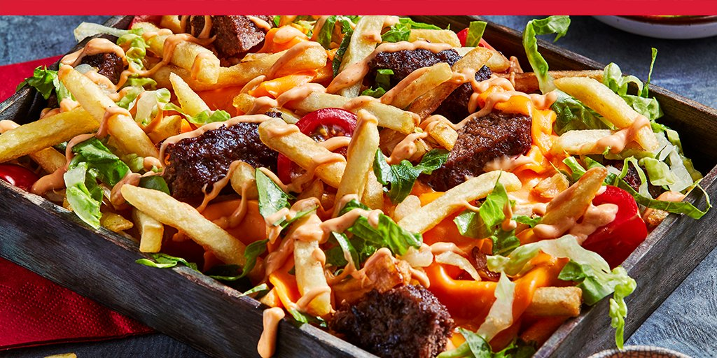 Chip chip hooray! You can create loaded fries at home by topping our Thin and Crispy French Fries with burger pieces, lashings of burger sauce, and crunchy salad 🍟  That's what we call relation-chip goals! 😍  https://t.co/Cd25GWGAWs https://t.co/gyZpf3Ko64
