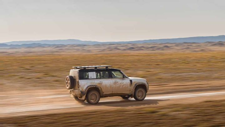 Who is ready for a grand adventure in the #LandRover #Defender?! We know we are! #Follow the link now to #learn more  https://crowd.in/WX9F4d #UK #RT #NEWS #Tech #Travel #Nature #Cars #Breaking #Offerspic.twitter.com/Ef4EUexGPs