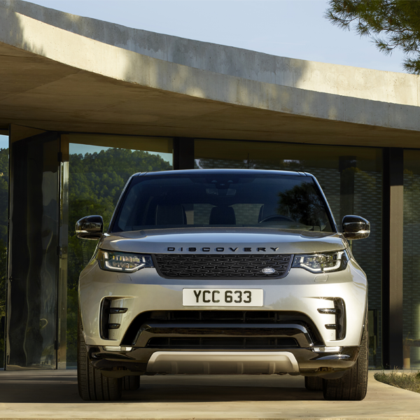 The #LandRover #Discovery not only looks truly at home in the city, but also drives impeccably off-road. It takes towing capability to a new level, with a capacity of up to 3,500kg2. https://crowd.in/fgxN4Rpic.twitter.com/Z2GzwtwTgI