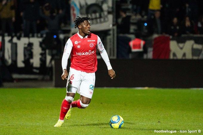 [#Mercato🔁] Rennes et Monaco ont fait des propositions de contrat au rémois Axel Disasi (22 ans), rapporte RMC Sport. Ces deux clubs nauraient, pour lheure, pas encore trouvé daccord avec le Stade de Reims. 🔗 rmcsport.bfmtv.com/football/merca…