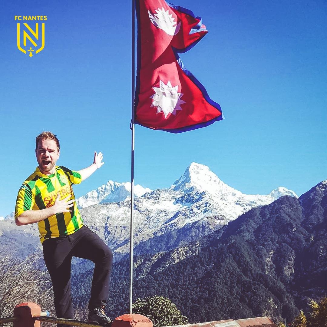 Le FC Nantes jusqu'au Népal 🇳🇵🙌  Faites comme Ronan, supporter des Jaune et Vert, et publiez vos photos à l'autre bout du monde avec le hashtag #travelFCN 🌏 https://t.co/KQQDkK7HEB