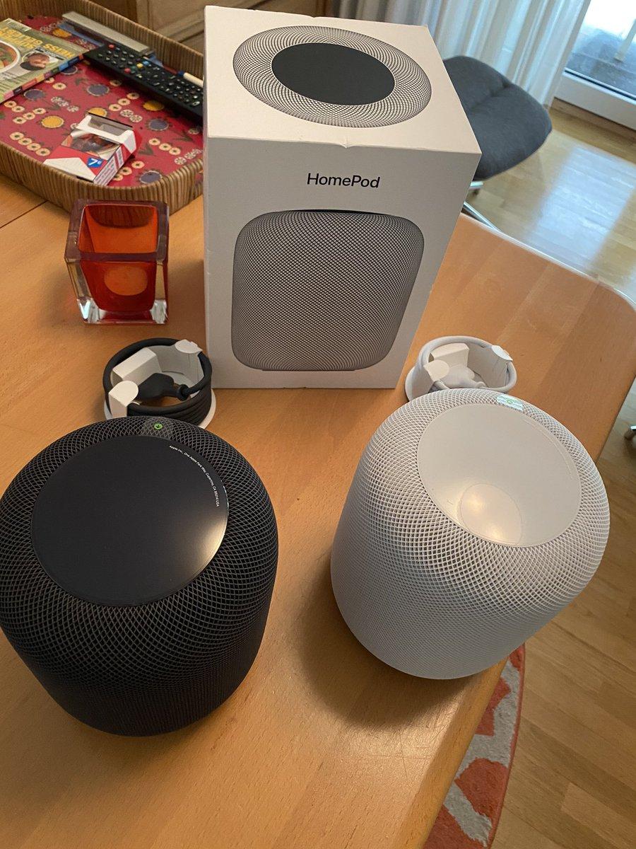 2 neue Mitbewohner #Apple #Homepod. Küche und Stereopaar im Wohnzimmer  pic.twitter.com/xY6LdM7X5M  by Basti Freshman©