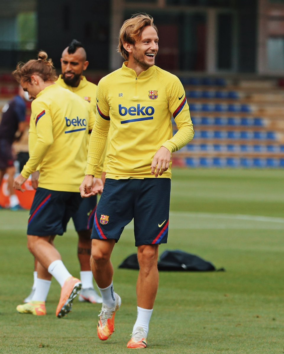 Some pictures of today's training session! Have a good day! ☺️ #IvanRakitic #FCBarcelona https://t.co/KWyNCCXP3m