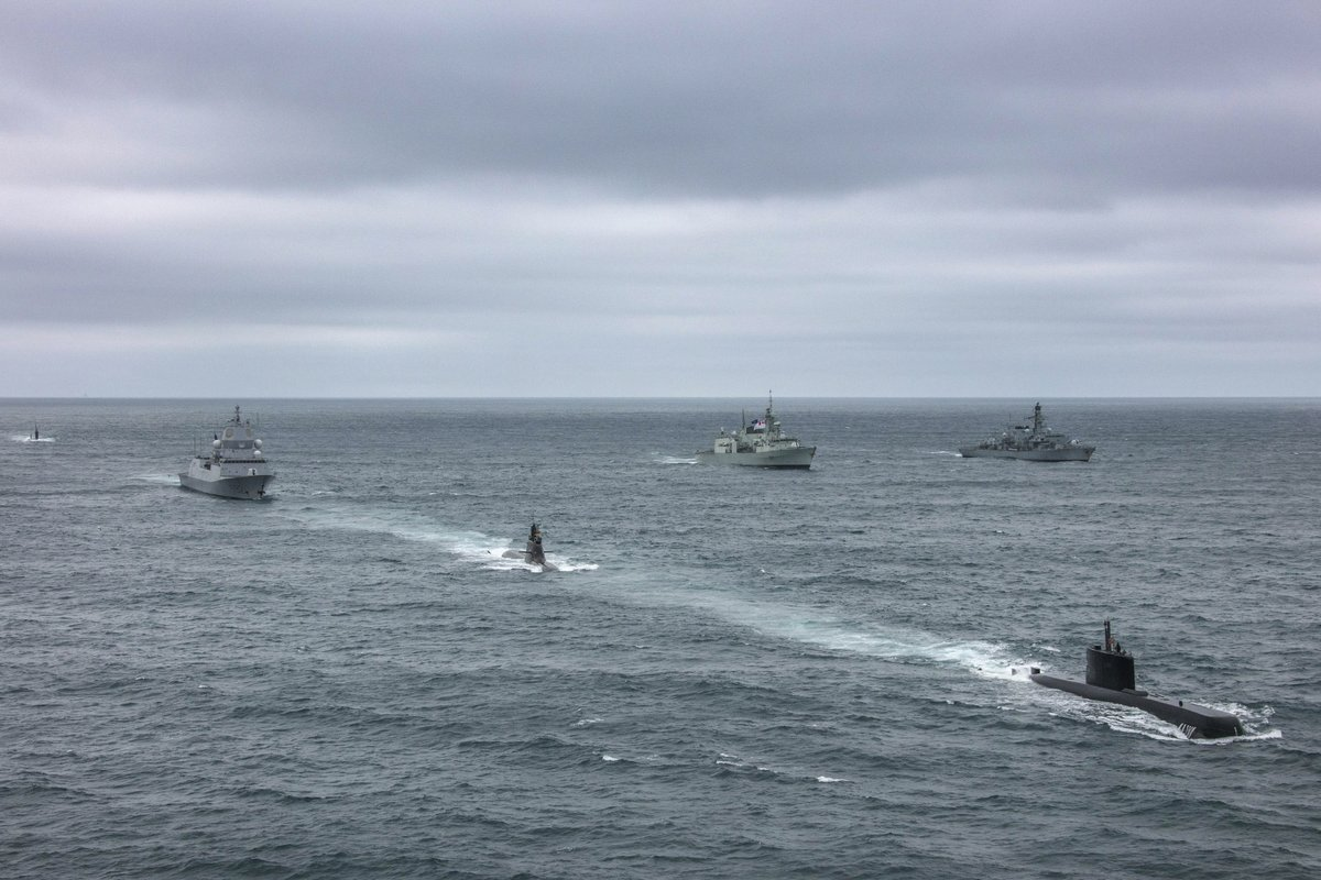 Frigates @hms_kent and @HMS_Westminster, 814 NAS and a navy submarine joined @NATO_MARCOM for an exercise off the coast of #Iceland. The ships from different navies met up before carrying out a large-scale submarine hunt #WeAreNATO #strongertogether   🔗 https://t.co/3KMtfqyiC4 https://t.co/nGMN2UK6Dc